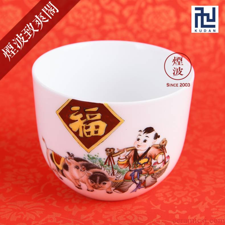 Those nine calcinations hand - made famille rose porcelain jingdezhen experienced painters fortune to meet the auspicious year of the pig chicken cylinder cup