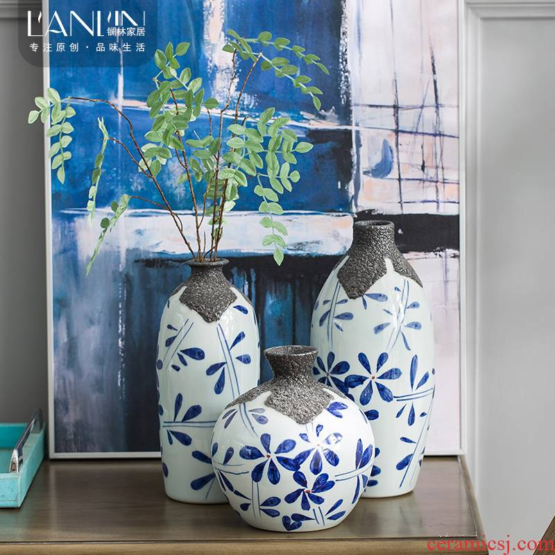 Jingdezhen vase furnishing articles home sitting room dry flower arranging flowers, flower implement contracted and I Chinese wind blue and white porcelain arts and crafts