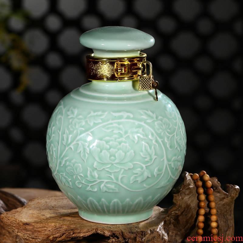Jingdezhen ceramic jar bottle seal wine bottle is empty home wine bottle green glaze embossed bottle 3 kg