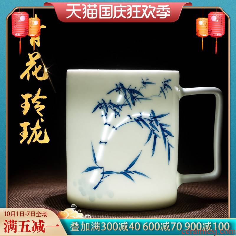Hand the blue and white porcelain of jingdezhen ceramic tea cup tea separation office household glass with cover large capacity