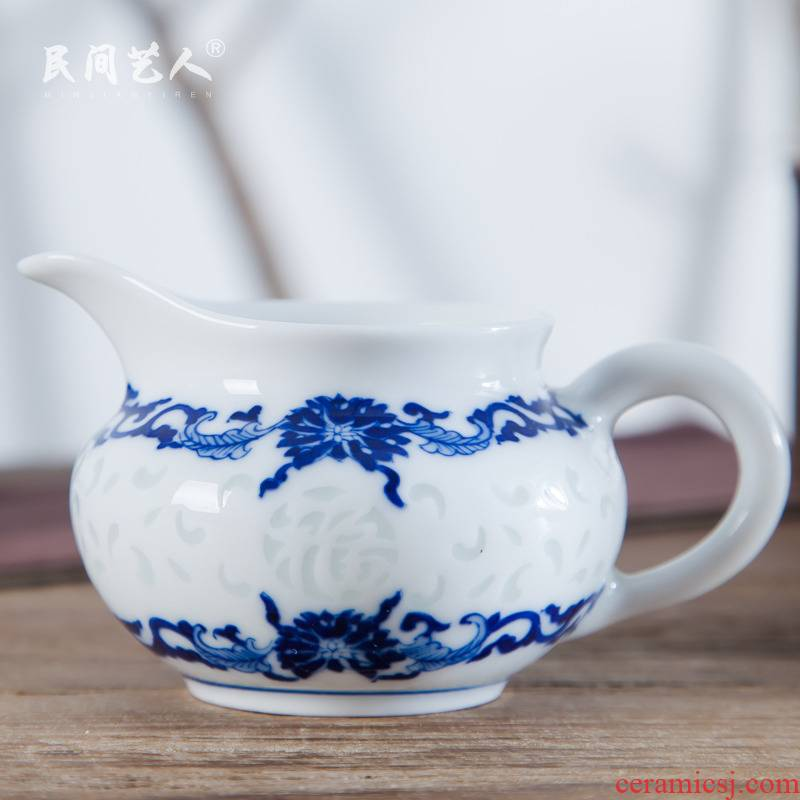Jingdezhen ceramic blue and white and exquisite manual hand - made fair keller kung fu tea tea tea ware fair cup