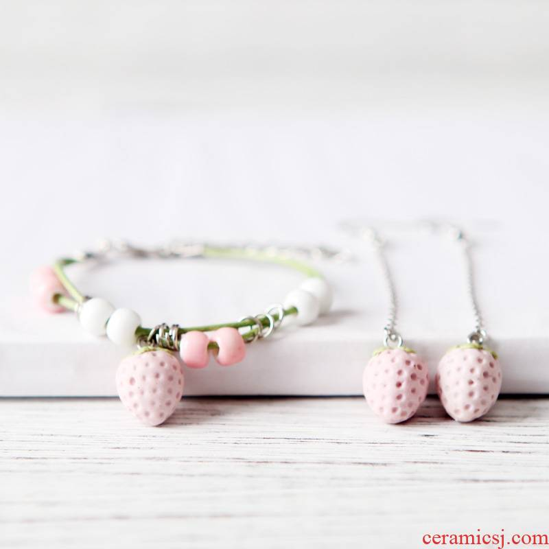 QingGe bracelet female han edition contracted student 's department of strawberry girlfriends sweet joker ceramics street source of move