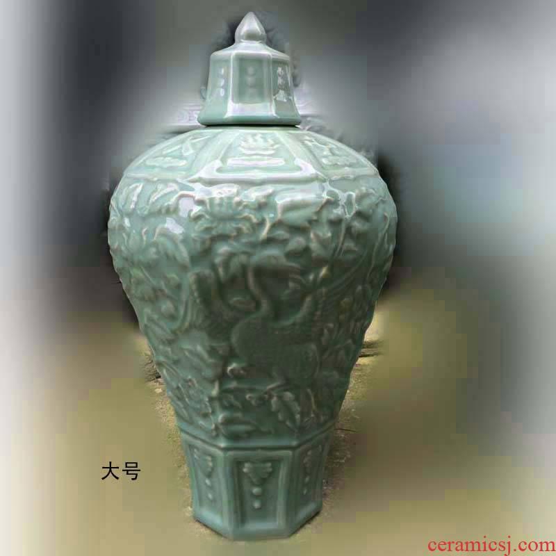 Jingdezhen shadow green embossed with cover mei bottles of Jingdezhen monochrome embossing mei bottle green embossed porcelain Jingdezhen we knew