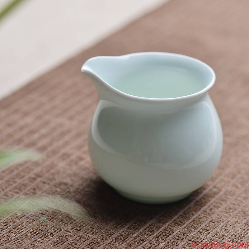One thousand fire jingdezhen ceramic fair kung fu tea cups of tea ware celadon points by hand and a cup of tea tea accessories