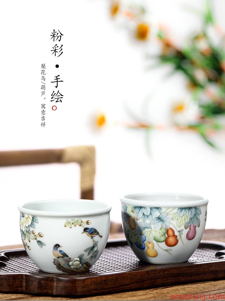 Jingdezhen pure manual master cup sample tea cup single CPU kung fu teacups hand - made flowers and birds famille rose porcelain bowl is in use