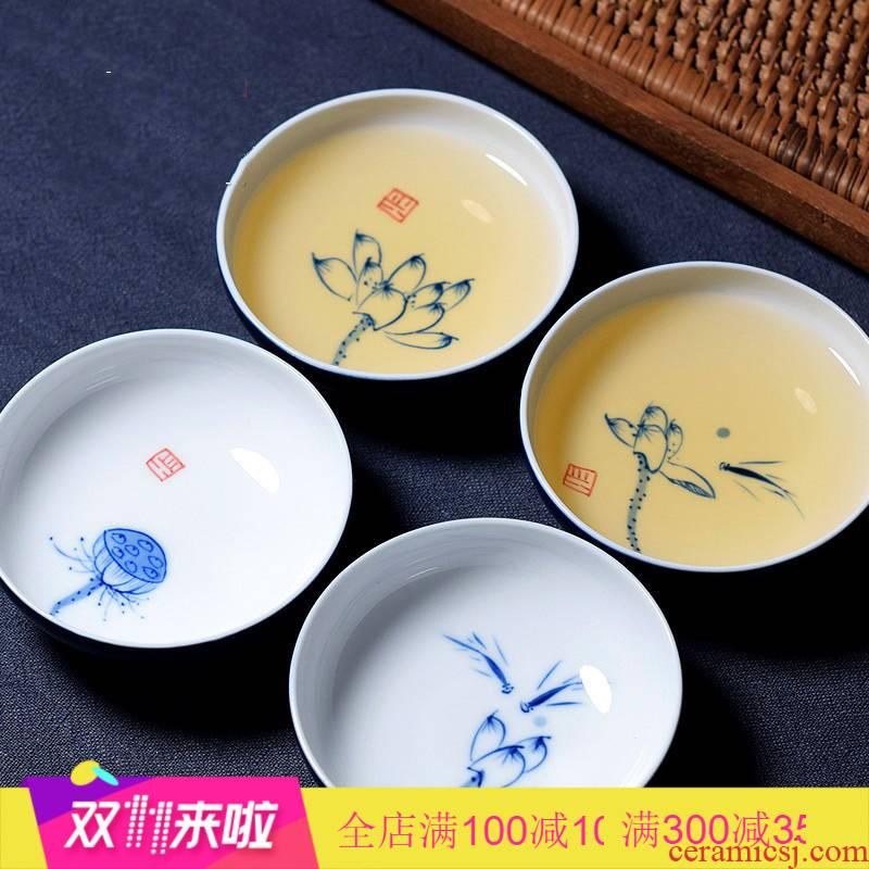 The Fish fun together scene of jingdezhen blue and white porcelain hand - made sample tea cup lotus ji blue glaze single CPU master cup kung fu tea cups