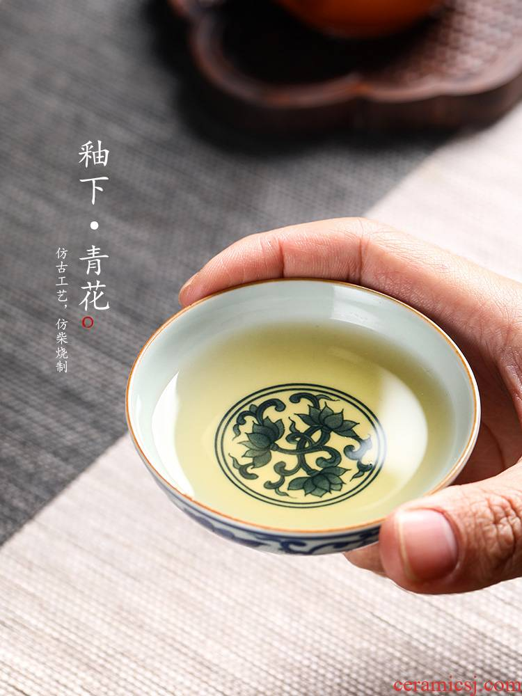 Blue and white master cup hand - made put lotus flower tea cup jingdezhen ceramic sample tea cup kunfu tea cup pure manual