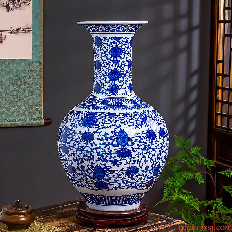 Jingdezhen ceramics in blue and white porcelain vase, large domestic act the role ofing handicraft sitting room of Chinese style household furnishing articles gifts