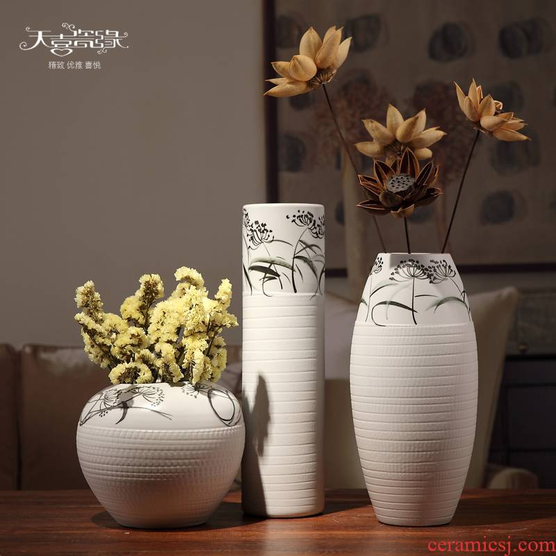 Creative white ceramic vase furnishing articles three - piece suit I and contracted style living room table decoration home decoration