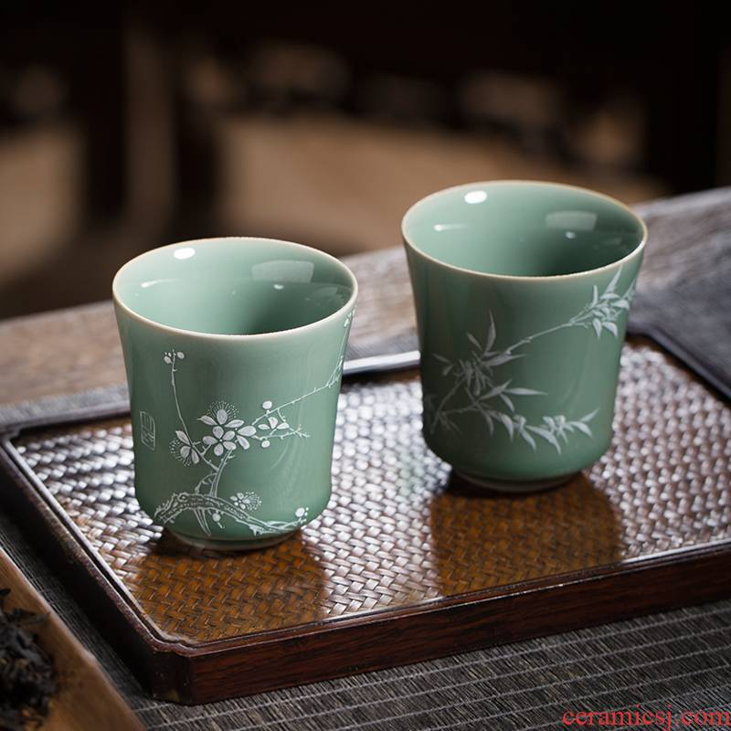 The Owl up jingdezhen tea set high temperature glaze old name plum of moss white hand - made sniff the name plum and the bamboo tea masters cup
