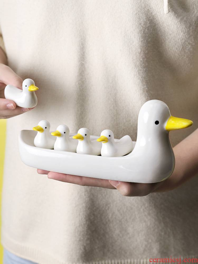 Creative Japanese ceramics tableware hand - made ceramic ducks stand chopsticks chopsticks holder frame chopsticks collection storage place