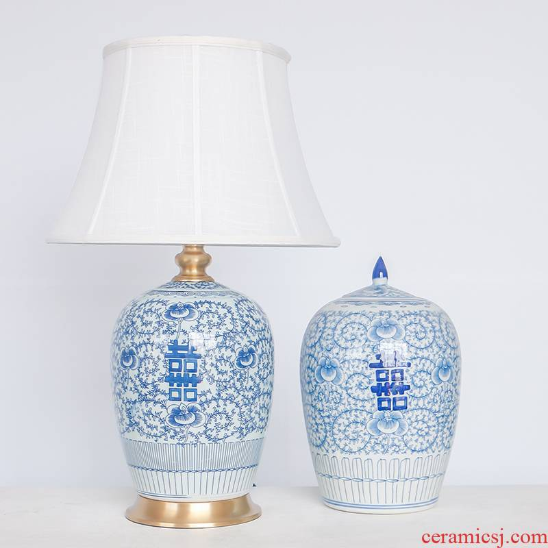 Double blue and white porcelain ceramic desk lamp new classical Chinese style lamp of bedroom the head of a bed full of copper decoration sitting room lamps and lanterns of furnishing articles
