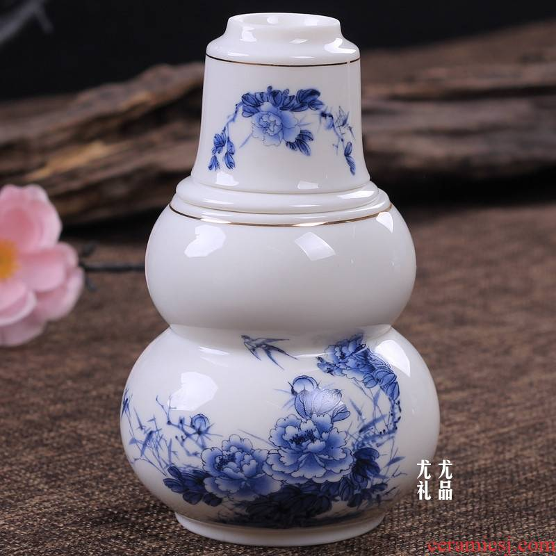 Qiao longed for blue and white peach blossom put temperature wine pot wine. The Two gourd burn hip flask a small handleless wine cup glass ceramic perm hip flask