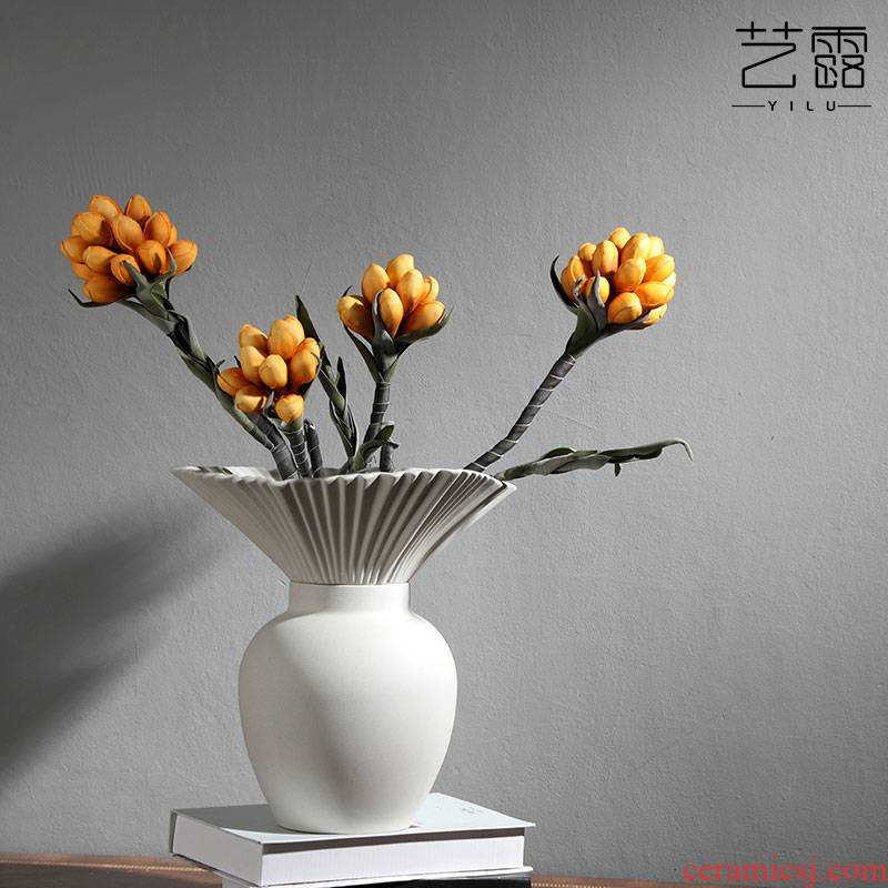 The Nordic idea sitting room dry flower flower arranging flower implement brushed white ceramic vases, furnishing articles household act The role ofing is tasted I and contracted