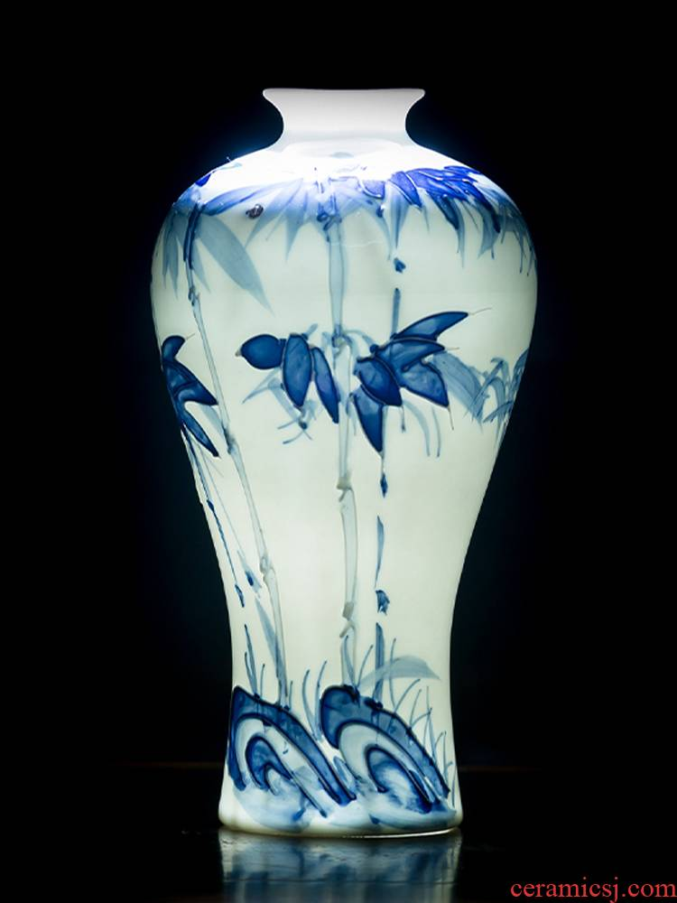 Jingdezhen ceramics thin foetus floret bottle of blue and white porcelain furnishing articles of Chinese style living room TV cabinet flower arranging home decoration