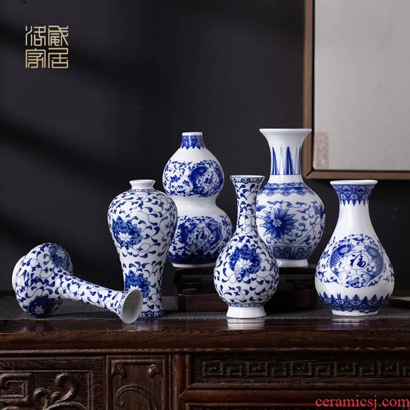 Blue and white ceramics, antique jingdezhen Blue and white mini floret bottle of flower tea accessories desktop small place