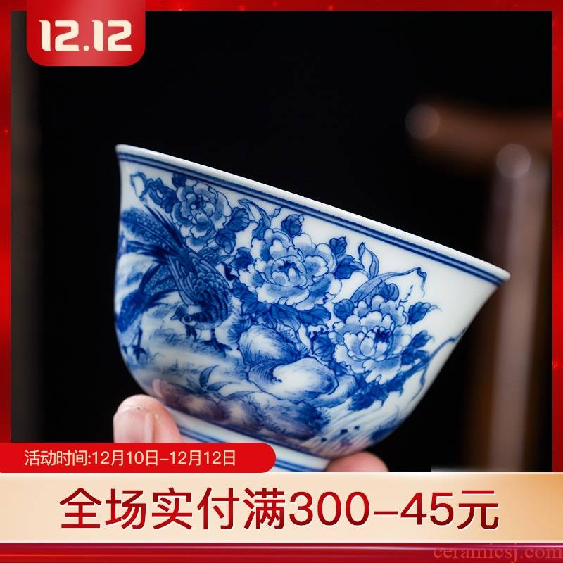 Folk artists hand - made the icing on the cake to the master of the blue and white porcelain cup single CPU jingdezhen ceramics by hand big kung fu tea cups