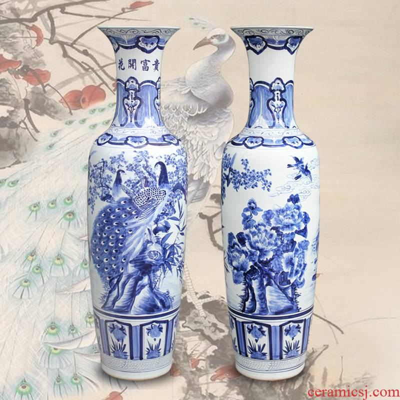 Jingdezhen ceramics hand - made peacock figure of large vase hotel opening gifts sitting room adornment is placed