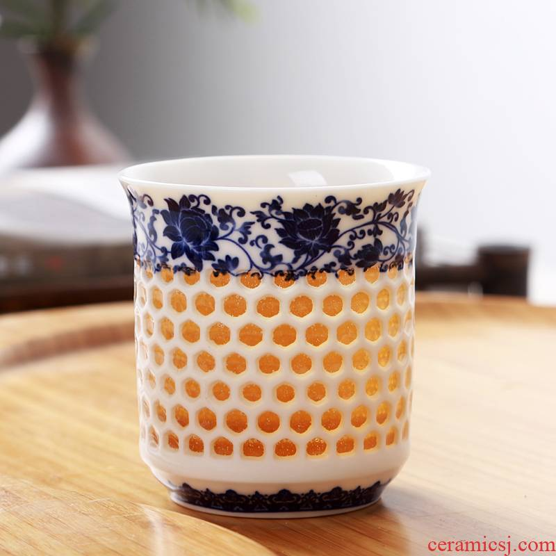 A large blue and white porcelain cups and exquisite teapot honeycomb hollow ceramic kung fu tea accessories teapot teacup sea with parts