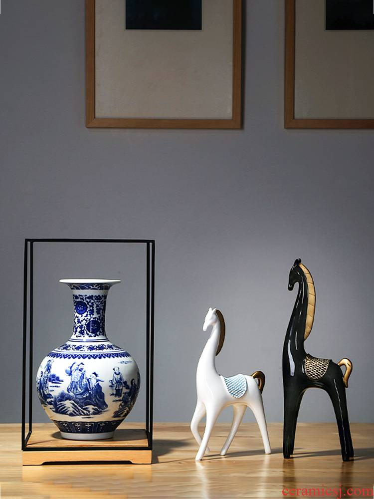 Jingdezhen ceramics craft new Chinese blue and white porcelain vase home sitting room adornment furnishing articles study arts and crafts