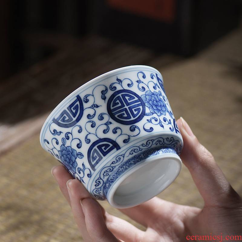 Put the lotus flower blue small jingdezhen ceramic cups hand - made of hand - made household to use large kung fu masters cup by hand