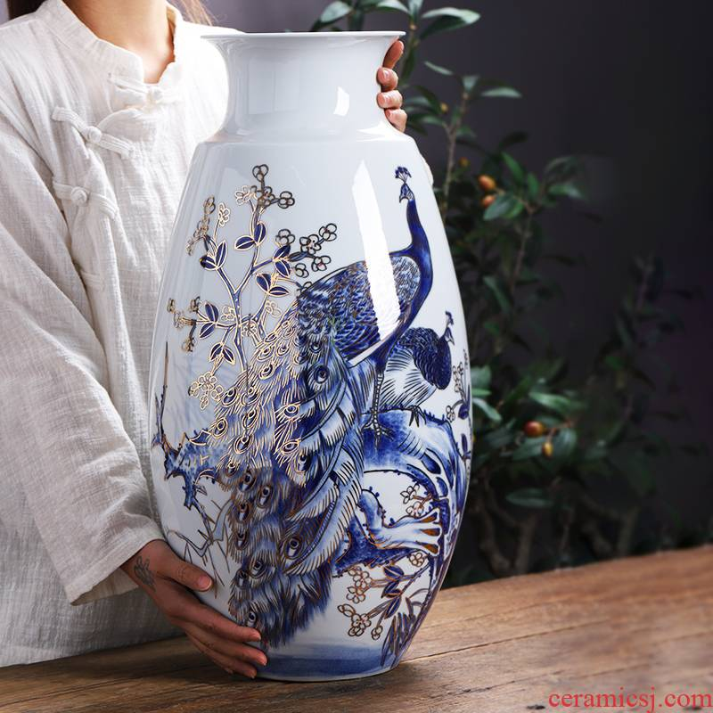Hand the see colour of blue and white porcelain of jingdezhen ceramics vase peacock landing large new Chinese style household act the role ofing is tasted furnishing articles