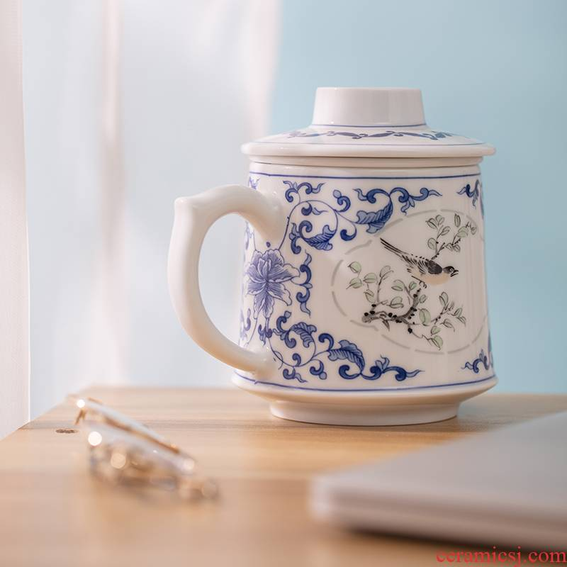 Jingdezhen blue and white porcelain cup jade cypress hand - made filter with cover male office mail tea cup tea separation motion pack