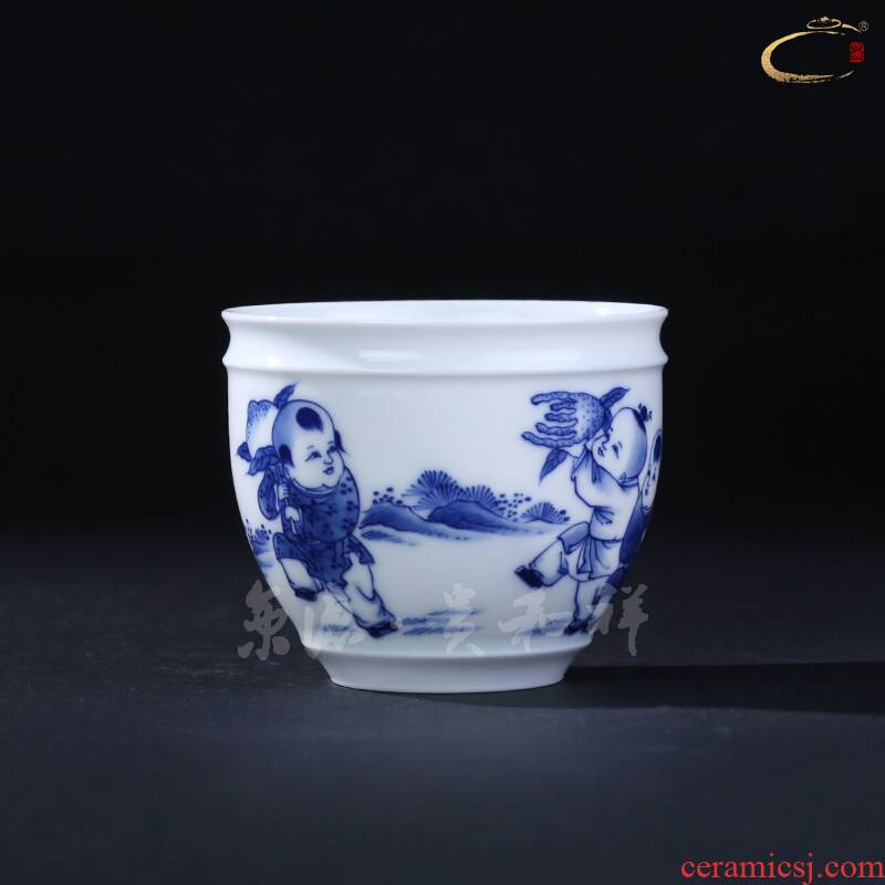 Jingdezhen blue and white three photos and auspicious hand - made kung fu tea set cup masters cup a cup of pure checking sample tea cup