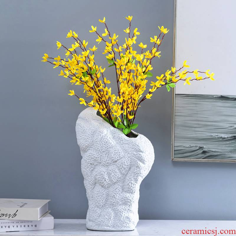 Modern minimalist ceramic vase does the table sitting room adornment flower implement sample room household soft dry flower is placed