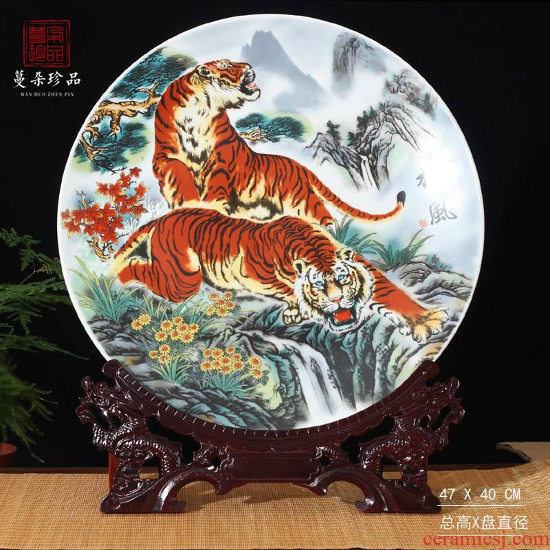 Jingdezhen porcelain tiger furnishing articles furnishing articles hang hang dish two tigers porcelain porcelain animals act the role ofing is tasted 40 cm porcelain plate