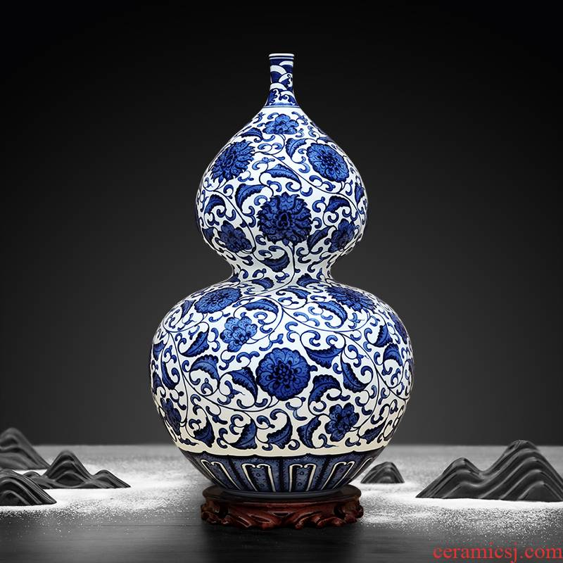 To ceramics hand - made of blue and white porcelain lotus flower bottle gourd