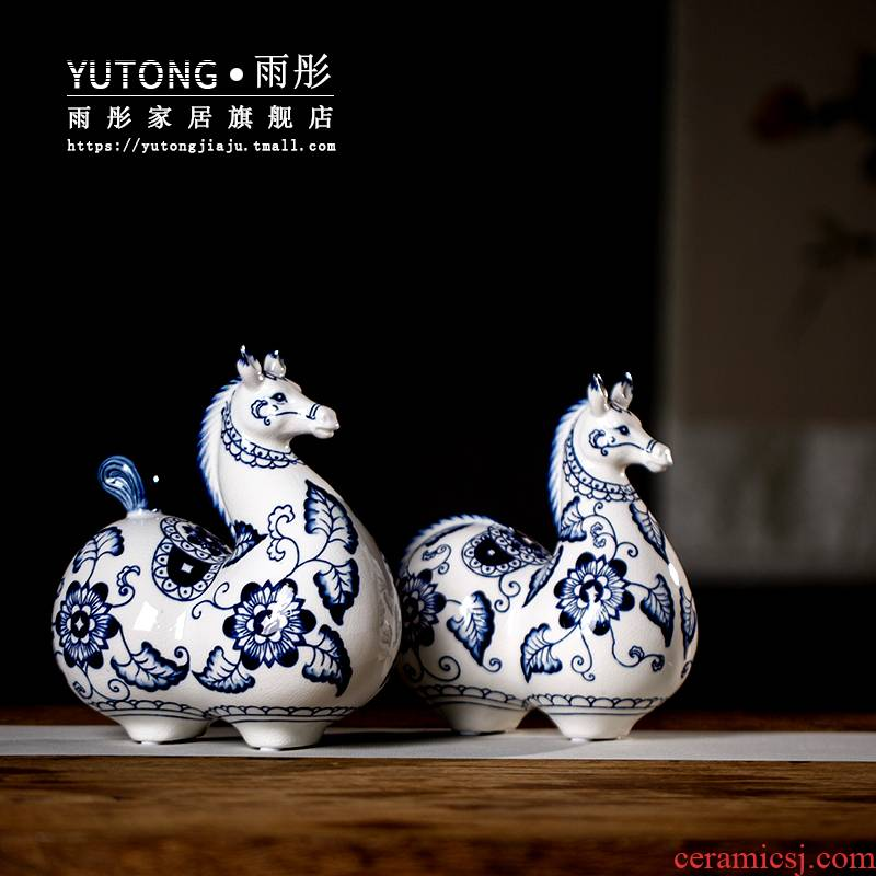 Jingdezhen blue and white porcelain ceramic horse furnishing articles of ceramic arts and crafts of Chinese style restoring ancient ways is the sitting room TV cabinet decoration decoration
