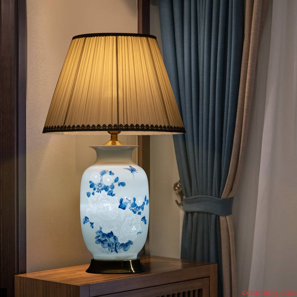 Jingdezhen ceramic peak thin knife clay tire blooming flowers vase lamp of new Chinese style marriage room bedside lamp furnishing articles