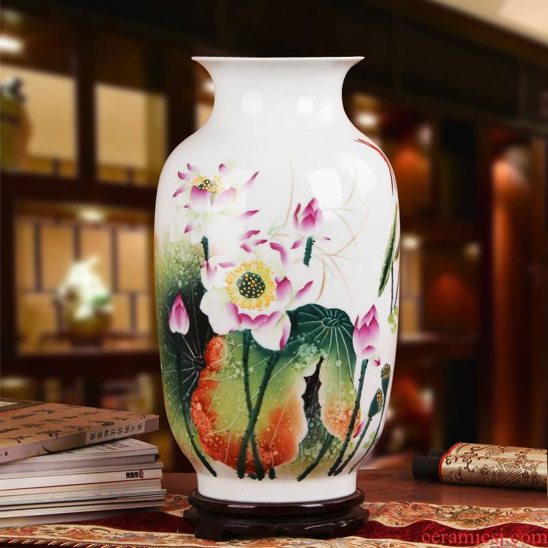 Famous works of hu, jingdezhen ceramics vase upscale gift porcelain hand - made famille rose the best of Hollywood east melon bottle