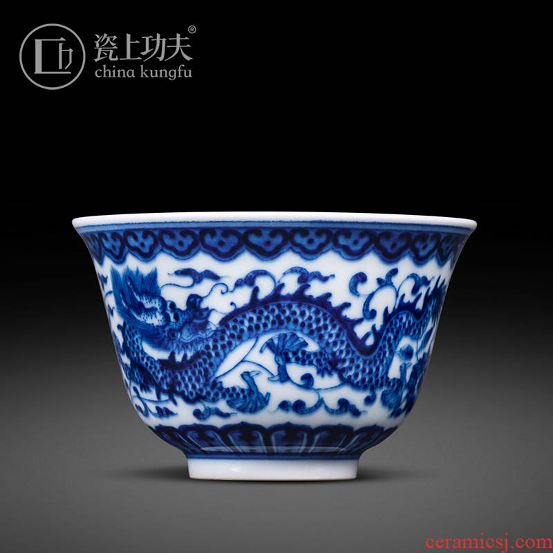 Ware jingdezhen blue and white maintain kung fu masters cup on dragon hand - made of high - end kung fu tea sample tea cup a cup of tea