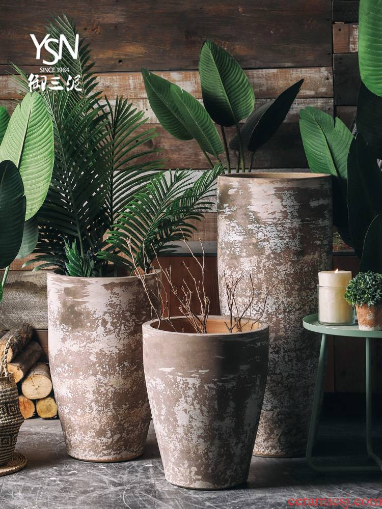 Northern Europe to restore ancient ways do old dry flower is placed ceramic green plant hydroponic POTS of large diameter flowerpot vase of indoor the plants