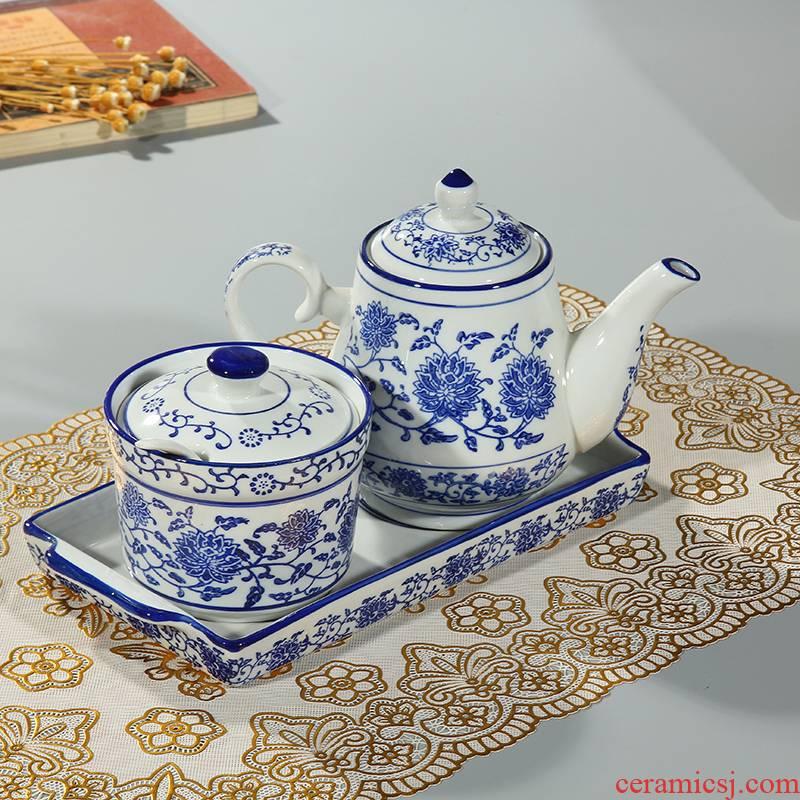 The kitchen ceramic lanzhou ramen vinegar pot of chili sauce pot of blue and white porcelain tableware box of seasoning jar of oil bottle oil can kitchen