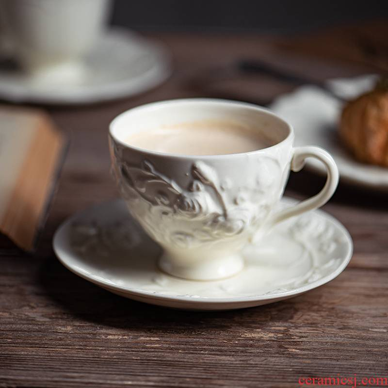 Northern heavy industries embossed cups and saucers suit retro white porcelain roses, hand - cut dessert dish of afternoon tea cups and saucers suits for
