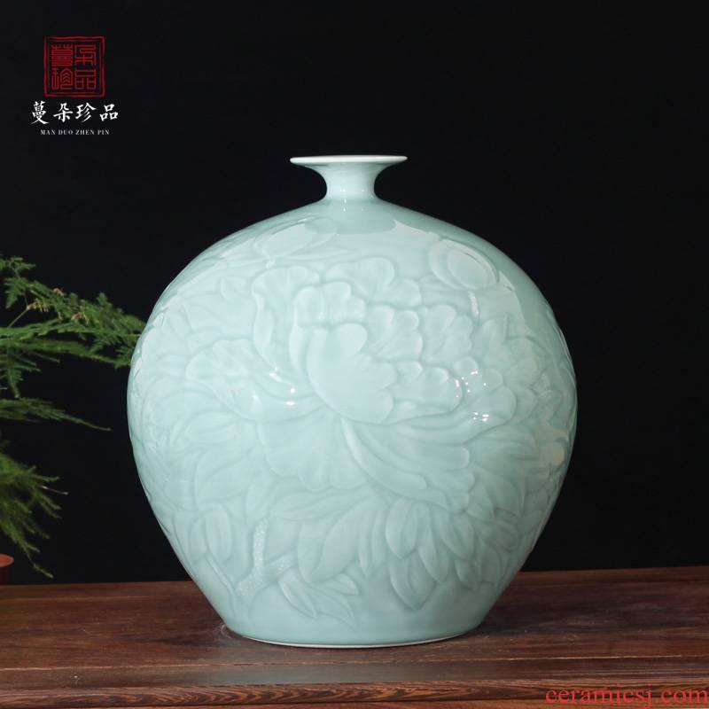 Jingdezhen celadon elegant elegant embossed porcelain pomegranate flower vase peony picture round peony spherical decoration