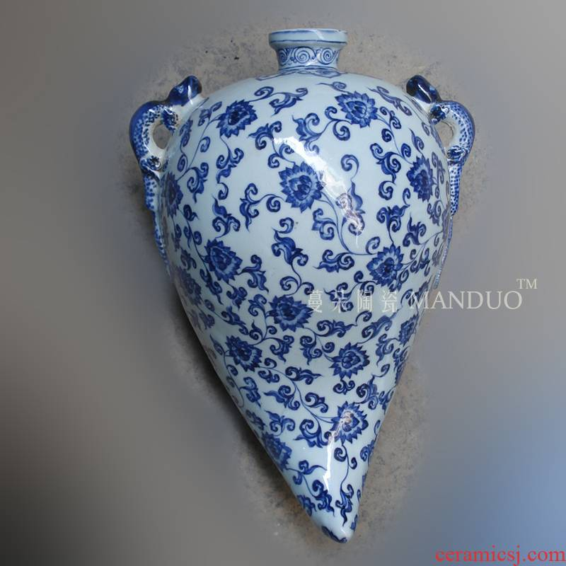 Hand made blue and white heart hanging bottle porcelain heart porcelain vases, hanging blue and white porcelain vase