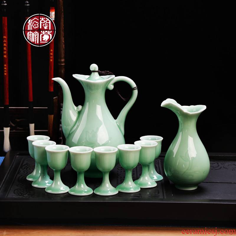 Longquan celadon antique wine liquor cup home hip pack with pallet Chinese style restoring ancient ways of a complete set of creative gift