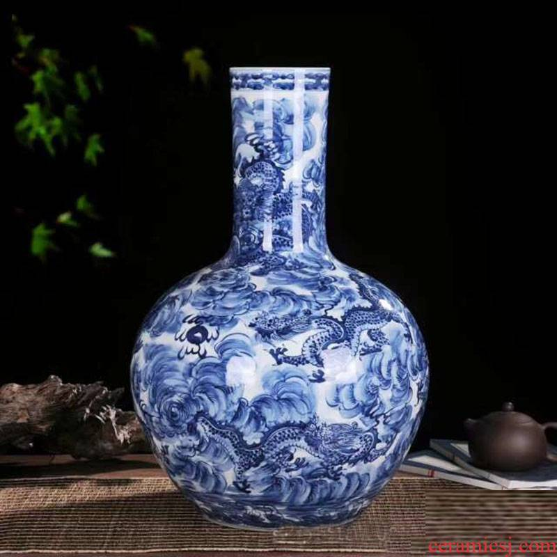 Jingdezhen porcelain youligong red dragon grain blue and white dragon vase celestial celestial dragon vase sea vase