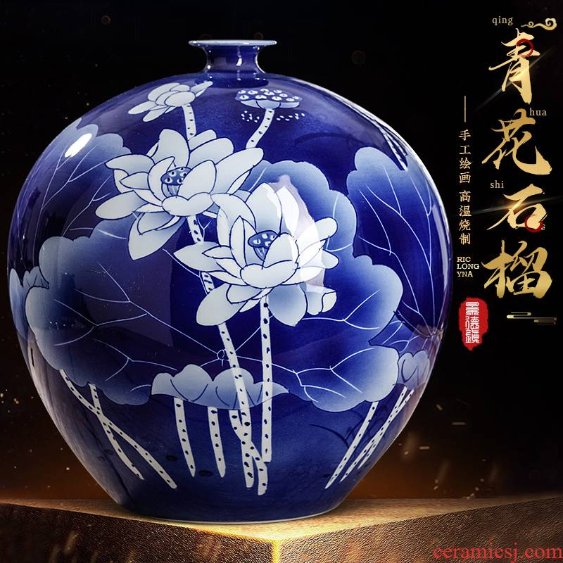 Jingdezhen ceramics hand - made of blue and white porcelain vase furnishing articles of Chinese style living room TV ark adornment household decoration