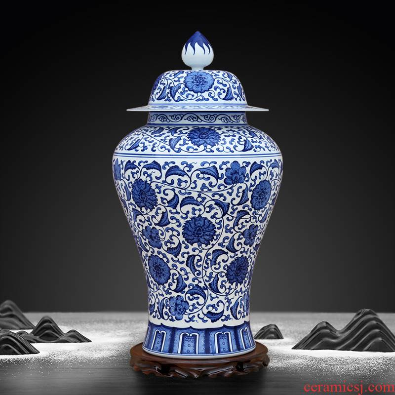 To the blue - and - white porcelain industry hand - made lotus flower general tank