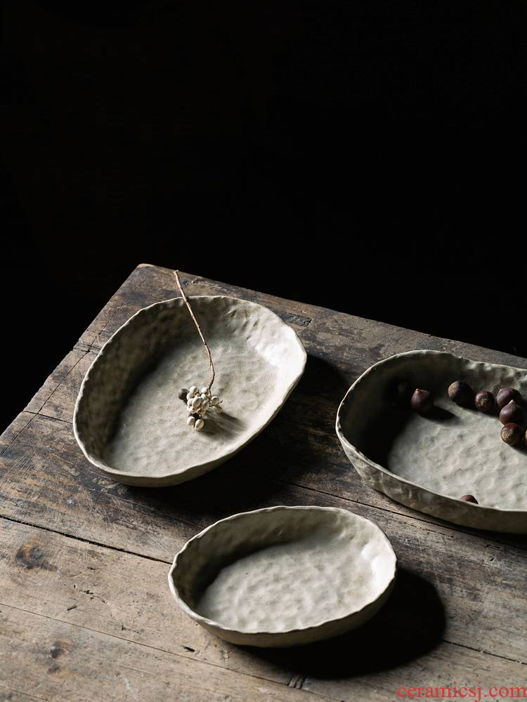 Hand knead coarse pottery vintage ceramic bowl plate dry fruit tray was creative Japanese white fish salad plate hat to bowl