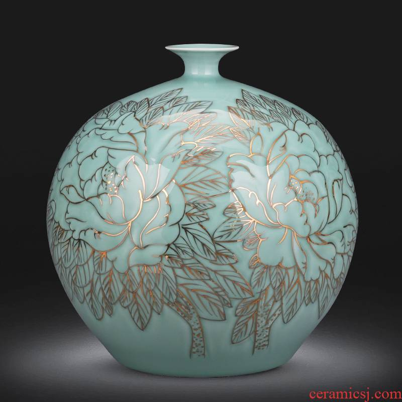 The Master of jingdezhen ceramics hand - made vases large creative green relief paint pomegranate bottles of sitting room adornment is placed