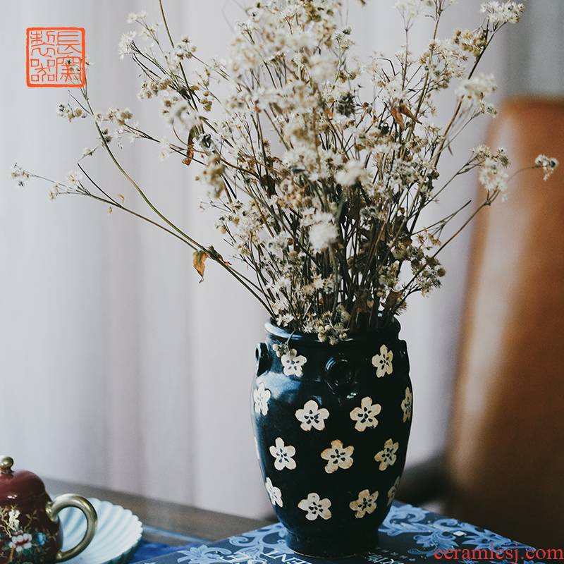 Offered home - cooked jizhou up in black glaze carved flower name plum texture is a small jar of jingdezhen ceramic vase is placed by hand