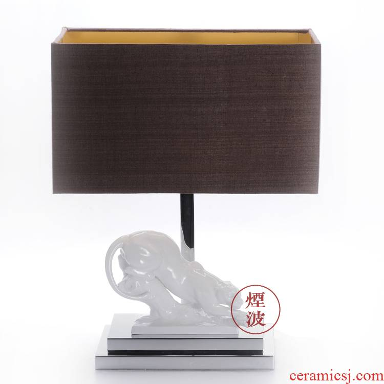 German HOME mason MEISSEN porcelain lamps pure white porcelain cheetah plastic table lamp that occupy the HOME furnishing articles