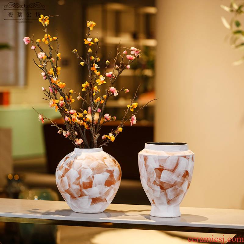 Contracted into dry vase of jingdezhen ceramics trumpet furnishing articles northern wind restoring ancient ways is the sitting room the desktop home decoration
