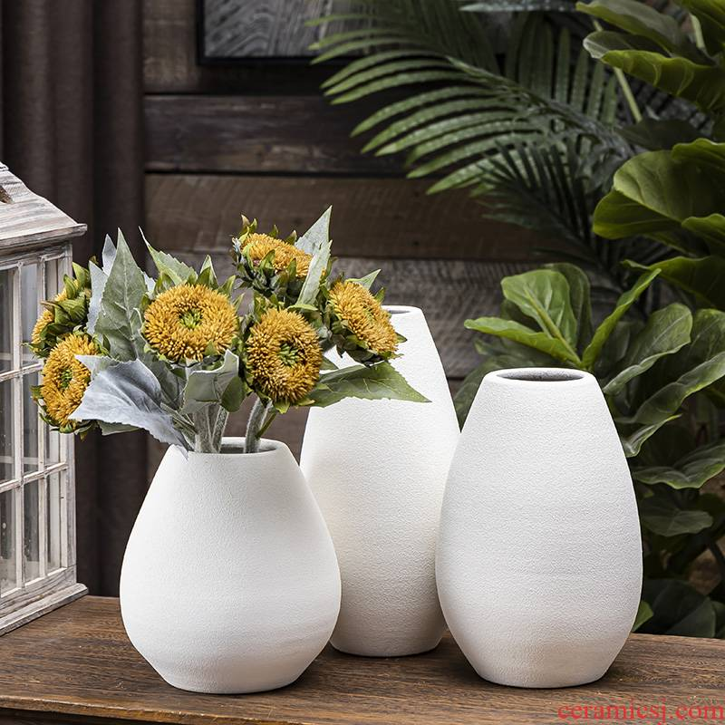 White ceramic vases, dried flowers, flower arrangement contracted creative water raise modern Scandinavian living room table household adornment furnishing articles